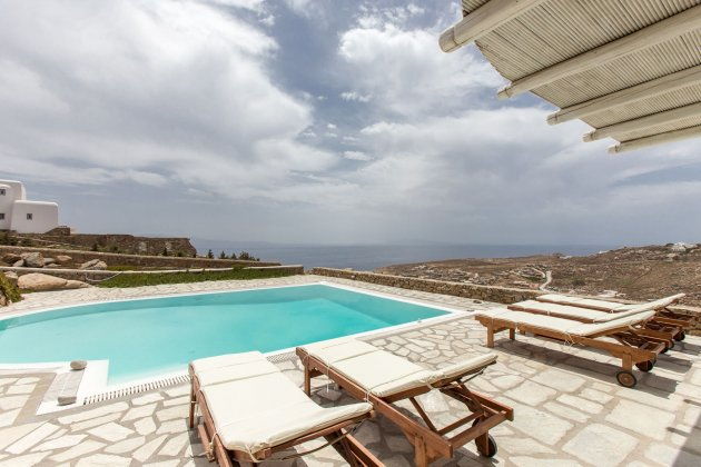 luxury villa rental, Greece, CYCMYK 1441